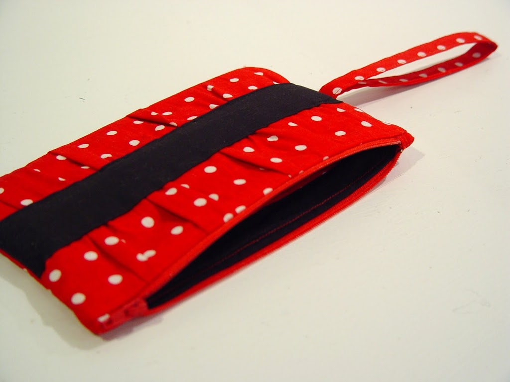 Minnie Mouse Gathered Clutch