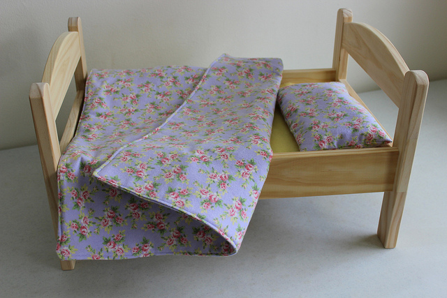 simple doll bed and bedding